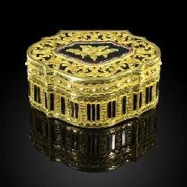 Rare Chinese Imperial Gilt Metal Box achieves £475,000 Image