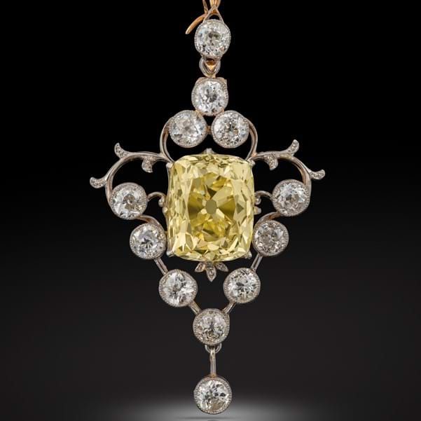 Online bidders help Jewellery sale sparkle Image